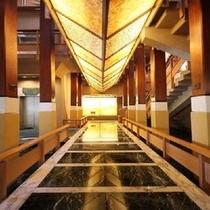 ●ロビーより2階料亭街へ登る階段にある江戸墨流し