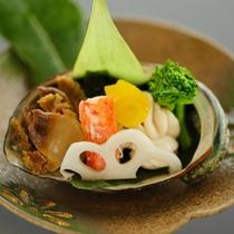 【早春の前菜】アワビ・雲丹・カニの磯の香焼き