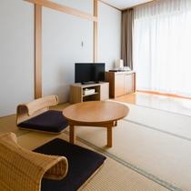 【和洋室】畳の寛ぎと開放的なテラスを備えた和洋室