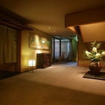 【大浴場】 *お風呂の前に、館内のアンティーク家具や屏風絵をひと目ご覧下さい!
