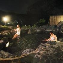 夜の貸切露天風呂『岩』を存分にお楽しみください。