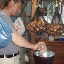 桜荘の味噌作り 06