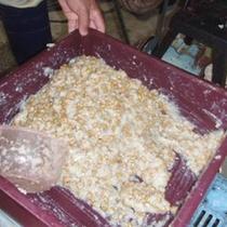 桜荘の味噌作り 04