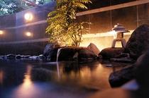 大理石で作られた清稜山倶楽部自慢の露天風呂