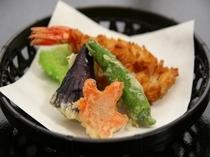 冬の夕食2014年。揚げ物 えびと野菜の変り衣揚げ 目に鮮やかな天ぷら