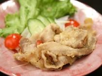 冬の夕食2014年。中皿 豚肉の南蛮漬。しゃきしゃきとした生野菜とピリ辛な豚肉