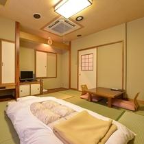 *【部屋一例/和室8畳】畳のお部屋でゆっくりとお寛ぎ下さい。