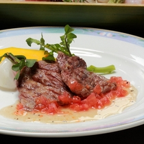 *夕食一例 / 料理長が腕によりをかけたお食事をお楽しみください。
