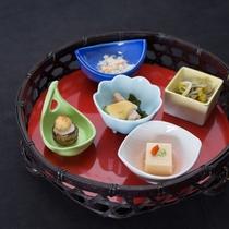 *夕食一例 / 新鮮な旬の味わいをお楽しみください。