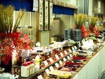 手づくり愛情バイキングは常時約60種類の手づくりお惣菜が並びます。
