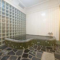【お風呂 一例】入替制で家族風呂にてご入浴いただいております。3~4名様まで入れます。