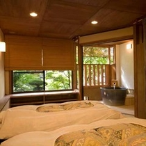 【露天風呂付(一例)】こちらは2階にある露天風呂付き客室。プライベート性重視の方や記念日におすすめで