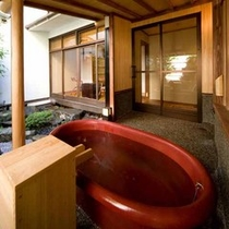 【露天風呂付】(一例 )こちらは1階にある露天風呂付き客室。プライベート性重視の方や記念日におすすめ