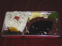 昼食「トンカツ弁当」