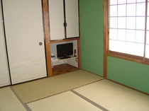 客室・和室6畳「梅の間」