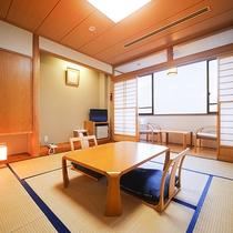 *【山側】和室8畳一例/落ち着いて過ごせる純和風のお部屋。広縁付きでゆったり。