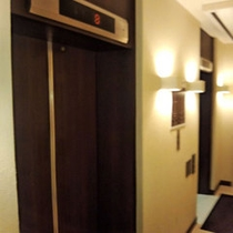 1階エレベーター