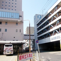 【ホテルと契約駐車場】