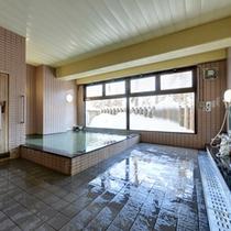 *大浴場/ほんのり薫る硫黄の香りも天然温泉だからこそ。癒しのひと時をお過ごし下さい。