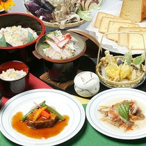*夕食一例(グリーン期)/季節が見つけられるお料理をご賞味ください。