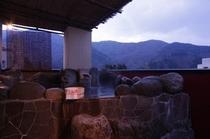 夕方の特別室露天風呂