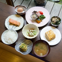 *朝食/ふっくらコシヒカリとボリュームたっぷりの朝ごはん。