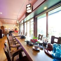*食堂/お食事はお庭を眺められる食堂でご用意いたします。