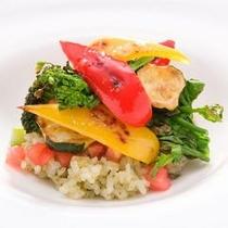 野菜たっぷり旬の香草と信州味噌のご飯