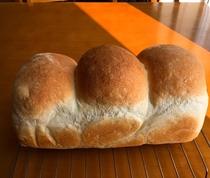 朝食 自家製パン