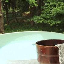 静かにゆっくりと温泉をお楽しみいただけます。(※貸切風呂には洗い場がございません)