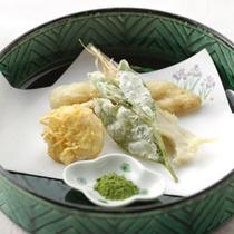 ご夕食・揚げ物(馬鈴薯、茶の葉、穴子)