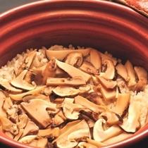 秋の味覚 土鍋で食す松茸御飯