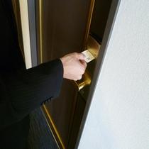 出入りに便利なカードキーシステム