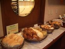 焼き立てパンをご賞味下さい!!