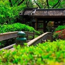 ■日本庭園 山門