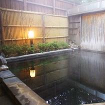 ≪男湯≫敷石が足ツボに心地よい露天風呂☆