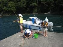 桟橋付近は普段釣り客の姿が見られます。