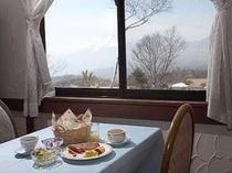 爽やかな高原の朝食を