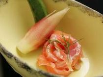 新鮮な川魚は、コリコリとした食感