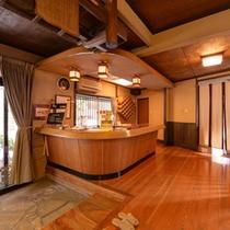 *3F山側玄関/食堂やコンビニ、お土産屋さんなどに行かれる場合は、こちらの玄関が便利です。