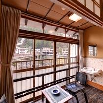 *おまかせ和室8畳(客室一例)/縁側の椅子に腰かけ、杖立川のせせらぎに耳を傾けて。