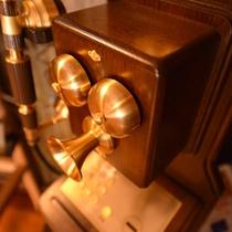 *いつでもどこでも繋がる現代の電話。昔の電話はちょっと重みを感じます。ぜひお試し下さい!繋がります。
