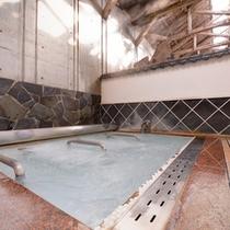 *超音波風呂(石庭風呂)/心地よい刺激で背中や腰をマッサージ!浅めのお風呂ですので、半身浴にも◎
