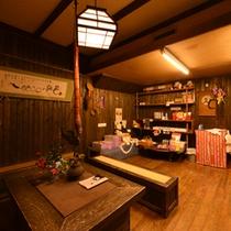 *お土産処/熊本の名産品がズラリ!お友達やご家族へのお土産にどうぞ。