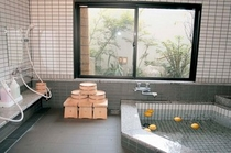 2006年にリニューアルしたばかりの1階浴場です。