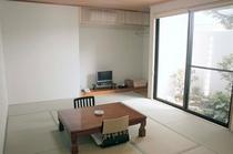 2006年にリニューアルしたばかりの1階、12畳のお部屋です。