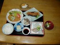 夕食も地元のおいしいお米と食材にこだわっています。メニューは日替わりです。