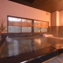 *大浴場/湯治場として愛されてきた日奈久温泉は肌に軟らかい湯触り。美人湯としても評判◎
