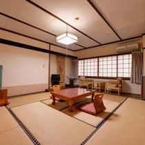 *和室10畳(客室一例)/純和風のお部屋で過ごす休日。非日常の世界へ誘います。