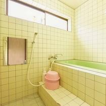 *和室バストイレ付(客室一例)/簡素ではございますが、バスルームを完備!お好きな時にご利用下さい。